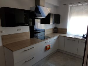 Egyedi L alakú konyhabútor készítése Nagytarcsán garanciával